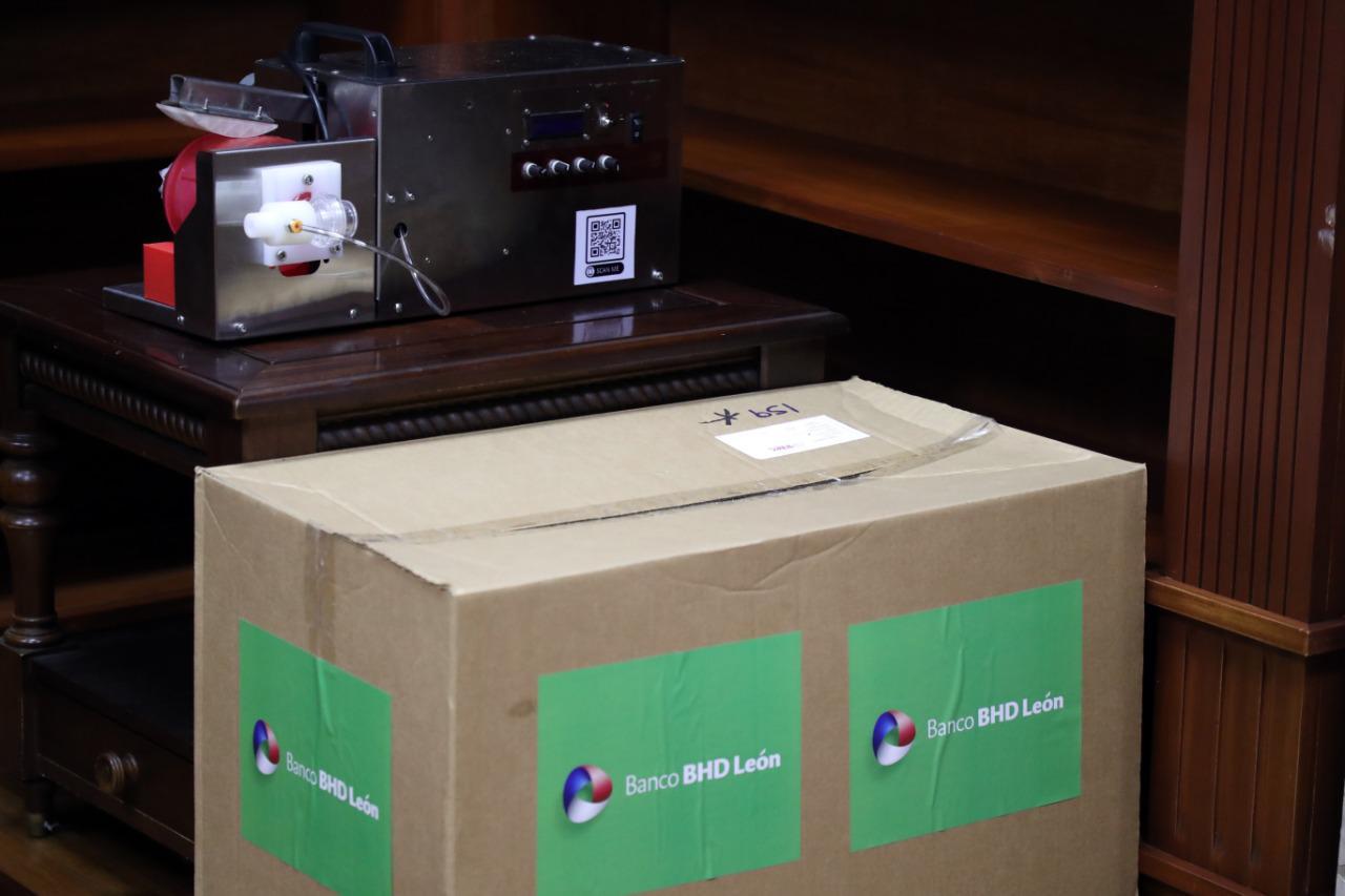 BHD León dona ventiladores al Gabinete de Salud1