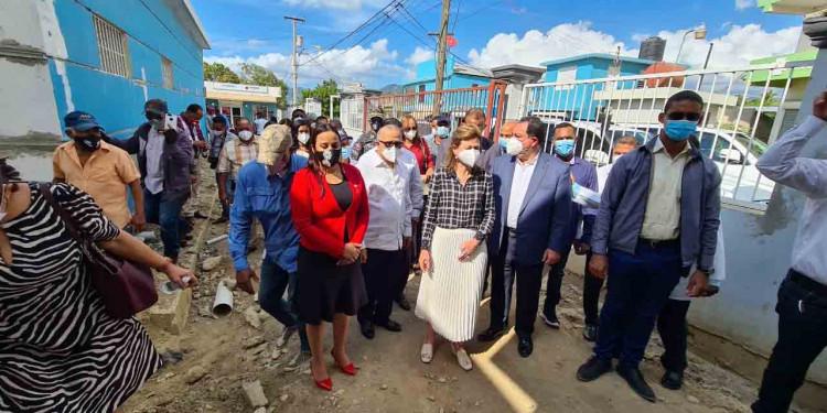Vice-presidenta y Ministro de Salud entregan hospital móvil municipio Esperanza