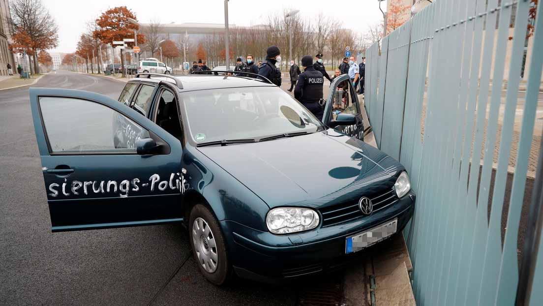 automóvil choca contra la oficina de Angela Merkel
