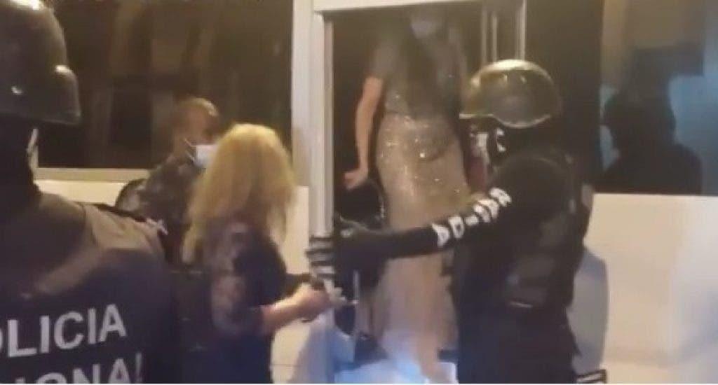 Policía desbarata boda en La Vega