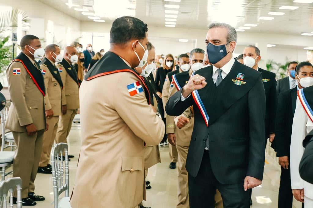 Presidente exhorta a militares y policías a trabajar3