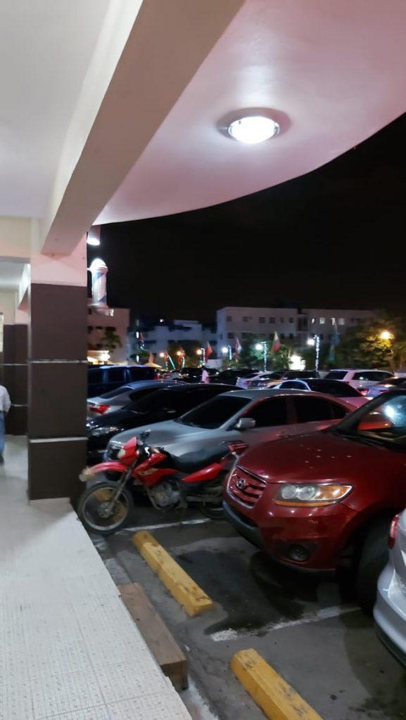 Century Plaza por violar toque de queda