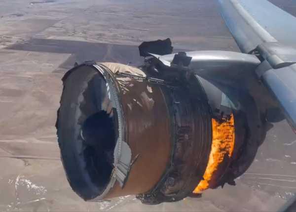 Pesadilla en el aire mientras avión se despedaza en pleno vuelo