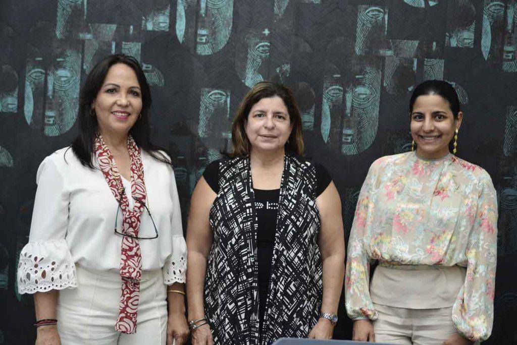 Arelis Hernandez Aquina Hued y Vanessa Abinader. 1