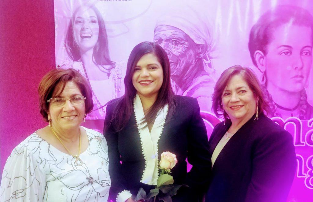 Ayuntamiento de Santiago reconoce a Damas Distinguidas1
