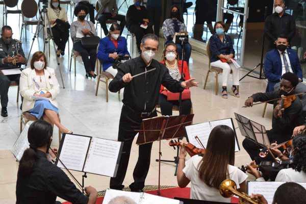 5. Concierto Melodiias de Independencia con la Orquesta Filarmoinica de Santiago y el Ministerio de Educacioin Regional Santiago