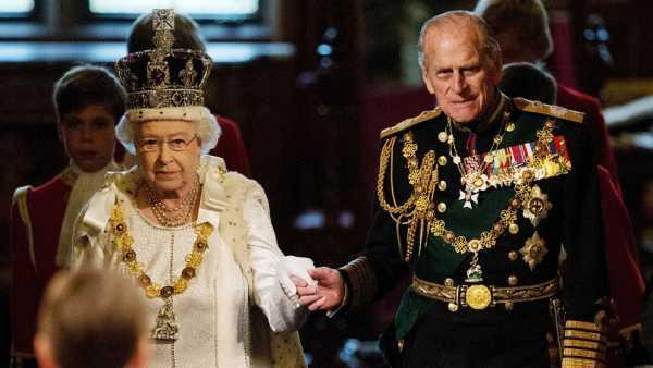 Isabel II junto a Felipe