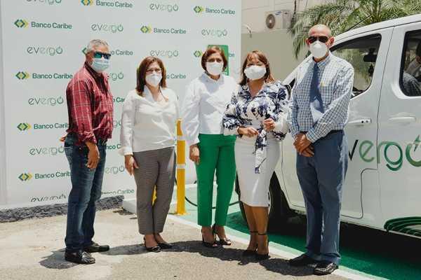 Banco Caribe inaugura en Santiago segunda estacion de carga Evergo para vehiculos electricos1