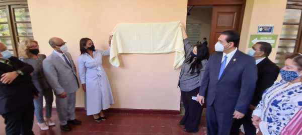 El ministro de Salud Daniel Rivera participo con las autoridades de la UASD Santiago en el homenaje postumo al doctor Zenon Liriano1