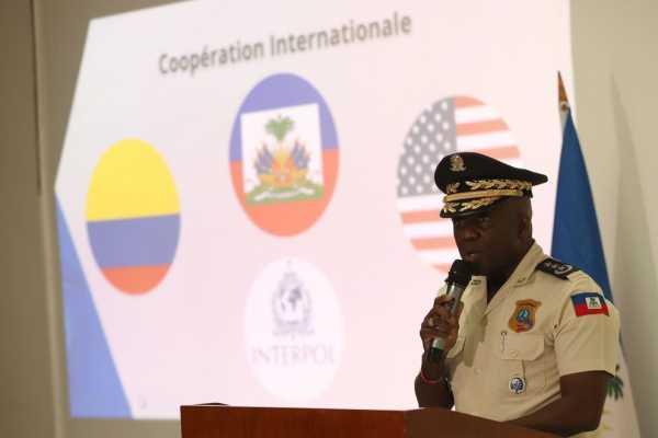 Leon Charles jefe de la policia de Haiti