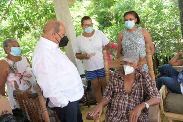 Rafael Santos Badia superviso la jornada de vacunacion en la provincia Hermanas Mirabal