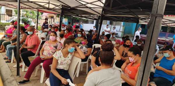 Salud Publica vacuna decenas en distrito municipal los Cocos de Jacagua Santiago1