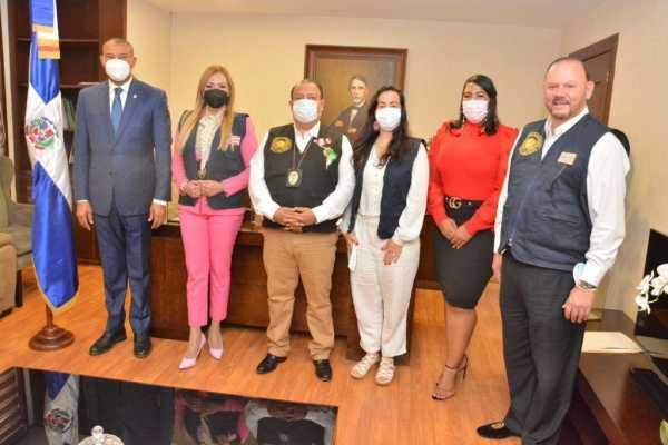 Yaina Morales reunida con directivos de la Comision Latinoamericana de Derechos Humanos